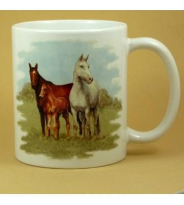 Hrnek tři koně na pastvině