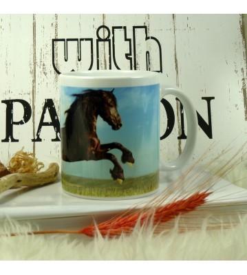 Hrnek Černý kůň ve skoku