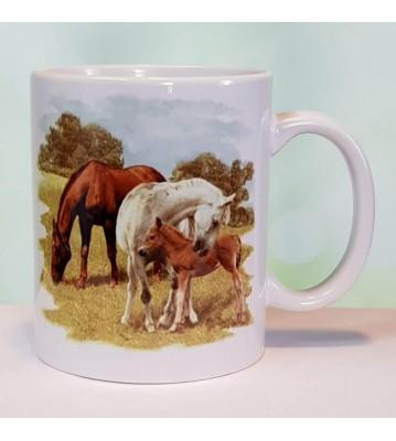Hrnek tři koně na pastvině 2