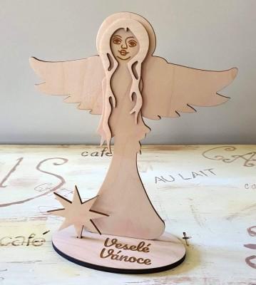Anděl strážný stojící Veselé Vánoce široké křídla